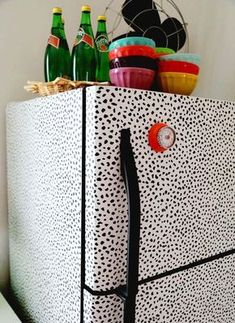 Check out my quick easy and inexpensive diy refrigerator makeover i wallpapered the fridge again diy solutioingenieria Images