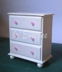 Minhas Minis - My Minis: Tutorial - Cômoda / Dresser - looks doable, drawers open and has lots of advice