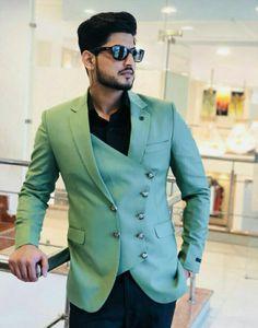 Indian Men Fashion, Mens Fashion Wear, Suit Fashion, Look Fashion, Wedding Kurta For Men, Wedding Dresses Men Indian, Wedding Dress Men, Designer Suits For Men, Designer Clothes For Men