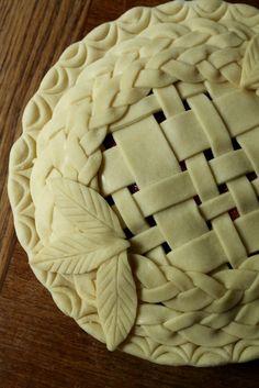 Fancy Strawberry Rhubarb Pie | Korena in the Kitchen