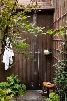Perfect after a day at the lake, beach, ... A must have for every backyard garden. Outdoor decorating. #outdoorshower #retreat