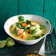 yummie thai soup. Werkt ook goed met een beetje pastinaak i.p.v. venkel, citroen i.p.v. limoen, rode curry i.p.v. gele en zonder kabeljauw.