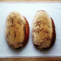 Domácí kváskový chléb - Křemílek a Vochomůrka  Homemade sourdogh bread Baked Potato, Baking, Ethnic Recipes, Food, Bread Making, Meal, Patisserie, Backen, Essen