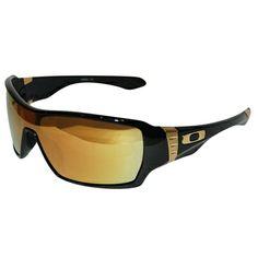 O Oakley Offshoot é um óculos de sol masculino, inspirado em ousadia e sofisticação! Suas lentes possuem a tecnologia HDO, que proporciona uma visão mais nítida e precisa, além do espelhamento que bloqueia 100% os raios UV nocivos! O material exclusivo, O Matter da Oakley, é resistente a altas temperaturas e a impactos, garantindo um óculos novo por muito mais tempo!  (Fonte: Oakley)
