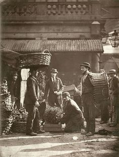 1877 - Covent Garden Labourers From 'Street Life in London' - by John Thomson & Adolphe Smith (vintage photo, victorian era) Victorian Street, Victorian Life, Victorian London, Vintage London, Victorian History, London History, British History, Old Pictures, Old Photos