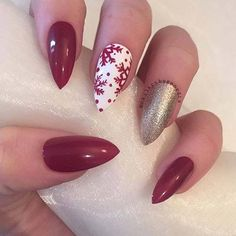Christmas Nails – Red and White Snowflake Christmas Nail Art Design for Stiletto Nails Red Christmas Nails, Xmas Nails, Holiday Nails, Halloween Nails, Red Nails, Winter Christmas, Red Glitter Nails, Christmas Acrylic Nails, Red And Gold Nails