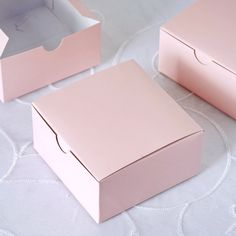 Packaging Ideas Discover Favor Boxes 40 party favors boxes candy or treats pink Cake Muffin Favor Boxes Bridal Shower Party Favor Gift Container - Cupcake Boxes, Box Cake, Pink Cake Box, Candy Boxes, Favor Boxes, Candy Gift Box, Cake Boxes Packaging, Packaging Ideas, Box Packaging Templates