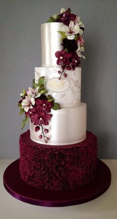 Weddbook is a content discovery engine mostly specialized on wedding concept. You can collect images, videos or articles you discovered organize them, add your own ideas to your collections and share with other people | Weddbook ♥ This cake has a heavy and traditional look. It is for the ones who are planning a wedding that is rather classic than modern. The exterior has a satin off white look and the decorations are floral with a burgundy color. #classic, #cake, #weddingcake, #traditional,
