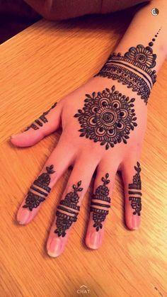 Stunning image of mandala henna hand art 32 - Outfithink Pretty Henna Designs, Henna Tattoo Designs Simple, Finger Henna Designs, Stylish Mehndi Designs, Mehndi Design Photos, Mehndi Designs For Fingers, Best Mehndi Designs, Arabic Mehndi Designs, Simple Mehndi Designs