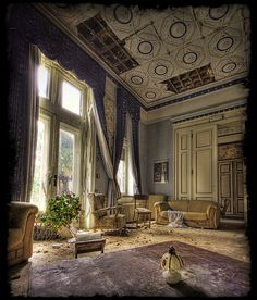 Chateau les Chambers II - Abandoned home. Abandoned Buildings, Abandoned Property, Abandoned Castles, Old Buildings, Abandoned Places, Beautiful Buildings, Beautiful Homes, Beautiful Places, Old Mansions
