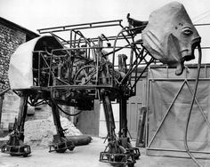 A robotic jumbo dumbo. 8 feet tall and walking at 27 miles per hour. Stuart's handmade Elephant has parts, a steel frame and a 10 horsepower motor. Frank Stuart's Elephant Robot 1950 Vintage Robots, Retro Robot, Steampunk Images, Ex Machina, Retro Futurism, Dieselpunk, Vintage Photos, Creepy, Weird