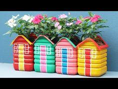 Garden Ideas With Plastic Bottles, Plastic Bottle Planter, Water Bottle Crafts, Reuse Plastic Bottles, Plastic Bottle Crafts, Diy Crafts Hacks, Diy Home Crafts, Diy Para A Casa, Paper Flower Decor