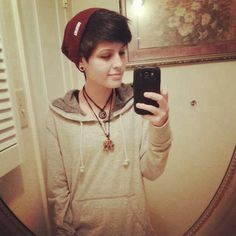 I absolutely love hoodies and beanies (even thougt I barely wear beanies... hehe). Lovely outfit.