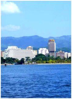 Vista relajante en el mar de Puerto La Cruz, lugar turístico del oriente venezolano.