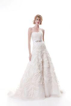 strapless sweetheart neckline wedding dress
