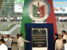 PNoy & Bro. EVM unveiling the marker. (via RTVMalacañang)   21.7.2014 Churches Of Christ, Marker, Bro, Spirituality, Christ, Markers, Spiritual