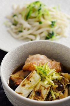 手が込んでいそうで意外と簡単。冷凍うどんで鶏汁つけ麺。