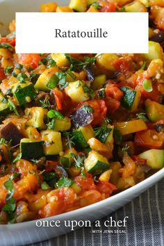 Hailing from Provence, a region in the south of France near the Mediterranean Sea, ratatouille is a bright and chunky summer vegetable stew, rich with olive oil and fragrant with garlic and herbs. Healthy Meals, Easy Meals, Healthy Recipes, Lunch Recipes, Healthy Eggplant Recipes, Mediterranean Vegetarian Recipes, Vegetarian Dishes Healthy, Vegetarian Fajitas, Dessert Recipes