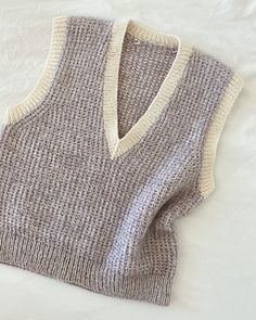 Ravelry: Friday Slipover V-neck pattern by PetiteKnit Knit Vest Pattern, Neck Pattern, Crochet Fashion, Clothing Items, Diy Clothes, Knitwear, Knit Crochet, Cute Outfits, V Neck