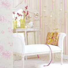 white sofa for Giulianna's closet area