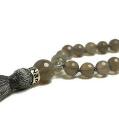 Ground - mala (natural grey agate)- Mala halsband- Köp yogasmycken på My Karma #malas #mala #yogasmycken #kvarts #agate #satnamyogajewelry #mykarma