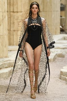 Chanel | Cruise 2018 | Look 54