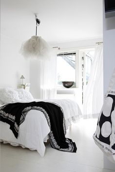 love the contrast in black & white and esp the tulle light and blanket