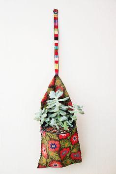 Clothespin bag into wallplanter