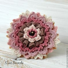 Fabric Flower Brooch, Fabric Flower Tutorial, Fabric Roses, Crochet Brooch, Crochet Motif, Crochet Earrings, Knitted Flowers, Crochet Flower Patterns, Textile Jewelry