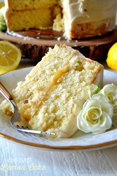 cake recipes This recipe for Lemon Cake is the BEST EVER! Moist and tender homemade lemon cake with a stick-to-your-fork crumb, a juicy lemon curd filling and a light and luscious lemony cream cheese frosting! Easy, fast, impressive and delicious! Brownie Desserts, Oreo Dessert, Mini Desserts, Dessert Recipes, Recipes For Cakes, Wedding Cake Recipes, Cake Wedding, Dessert Ideas, Cake Ideas