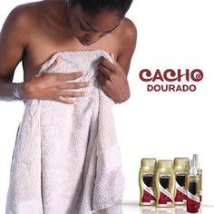 Para secar o cabelo, nunca esfregue com a toalha, tente utilizar uma toalha seca e fazer movimentos de secar de baixo para cima.     Se puder utilize uma toalha de papel para tirar o excesso de água.
