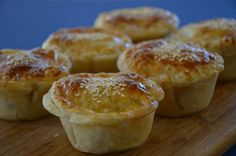 Delicious Steak and Mushroom Pies - Menu - Torten Steak And Mushroom Pie, Steak And Mushrooms, Stuffed Mushrooms, Pastry Recipes, Meat Recipes, Cooking Recipes, Curry Recipes, Welsh Recipes, English Recipes