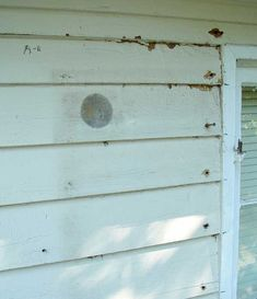 Painting and Repairing Old Wood Siding – Step by Step Siding Repair, Exterior Siding, Diy Exterior House Painting, Wood Siding House, Best Paint For Wood, Home Exterior Makeover, Outdoor Paint, Old Wood, Historic Homes