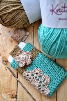 Cynthia's Handiwork: I-phone Crochet Cover video tutorials Crochet Pouch, Crochet Purses, Knit Or Crochet, Crochet Gifts, Mobiles En Crochet, Crochet Mobile, Crochet Accessories Free Pattern, Crochet Patterns, Pochette Portable