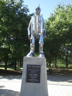 ILLINOIS   l   Tin Man sculpture at Oz Park in Chicago.  The 13-acre park is located on the southwest corner of Lincoln Avenue and Webster Street. Other sculptures in the park include Dorothy and Toto, the Scarecrow, and the Cowardly Lion.