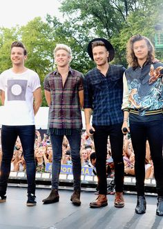 One direction on good morning America preforming drag me down for the first tim on on TV