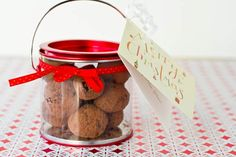 The easiest gluten-free vegan chocolate macaroon truffles ever! Oh She Glows's Angela Liddon shares her simple, five-step, truffle recipe just in time for holiday parties and gift-giving. Edible Christmas Gifts, Christmas Fudge, Vegan Christmas, Christmas Baking, Christmas Goodies, Christmas Treats, Christmas Recipes, Christmas Time, Vegan Chocolate Truffles