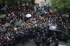 FOTOS | Cargas policiales para impedir que se vote en el referéndum del 1-O