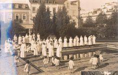 Alunas de Enfermagem, em 1947, no Ninho