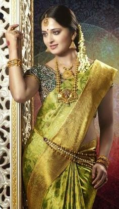 Latest Collection of best Indian Jewellery Designs. Beautiful Girl Indian, Most Beautiful Indian Actress, Beautiful Saree, Beautiful Ladies, Indian Beauty Saree, Indian Sarees, Silk Sarees, Saris, Saree Photoshoot