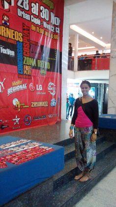 Exposición de video juegos, domingo en la tarde dentro de un centro comercial