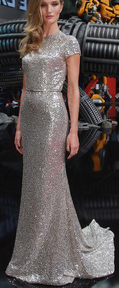 Rosie Huntington-Whiteley Naeem Khan Abiye 2--- Yeah so this could be my wedding dress I love how it sparkles