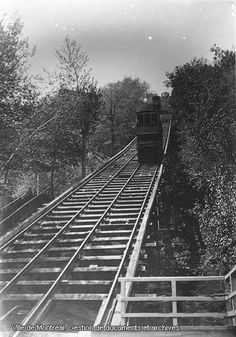 Extraordinaire!                                  Mont-Royal Funicular circa 1910 Old Montreal, Montreal Ville, Montreal Quebec, Old Pictures, Old Photos, Photo Vintage, A Moment In Time, Canada, Train Tracks