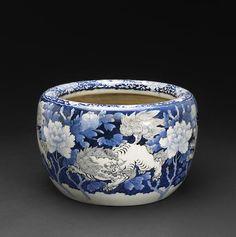 Seto blue and white porcelain hibachi, Meiji Period Blue And White China, Blue China, Japanese Porcelain, White Porcelain, Vases, Blue Pottery, Blue Plates, White Decor, Delft