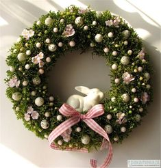 Attractive DIY Easter Wreaths that looks Fancy & Captivating - Ethinify Easter Wreaths, Christmas Wreaths, Christmas Decor, Happy Easter Banner, Diy Osterschmuck, Diy Spring Wreath, Diy Easter Decorations, Flower Decorations, Easter Crafts