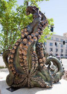 Salina welcomed a sculpture tour up and down Santa Fe Avenue in Downtown Salina. The intent of SculptureTour Salina is to provide a walking tour dedicated to the beauty of outdoor art. Sculpture Metal, Lion Sculpture, Le Kraken, Salina Kansas, Octopus Art, Octopus Decor, Octopus Squid, Octopus Tentacles, Motif Art Deco