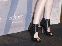 BERLIN - JUNE 18: (EDITORS NOTE: Entertainment Online Subscriptions GLR Included) Shoes, high heels of actress Kristen Stewart at the German Photocall of 'The Twilight Saga: Eclipse' (Die Twilight Saga: Eclipse - Biss zum Abendrot) at The Regent Berlin Hotel on June 18, 2010 in Berlin, Germany.  (Photo by Florian Seefried/Getty Images) via @AOL_Lifestyle Read more…