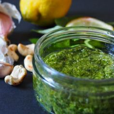 A delicious homemade basil & cashew pesto sauce for your pasta dishes