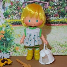 Very cute and beautiful Mint Tulip, she enjoys a sunny day watering the flowers in her garden. She wears a beautiful vintage outfit with a garden look. Includes a small shovel for soil and a watering can. Tulips Garden, Strawberry Shortcake, Shovel, Sunny Days, Vintage Outfits, Mint, Dolls, Cute, Flowers
