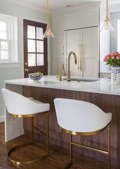 Kitchen bar chairs lighting Ideas for 2019 Classic Kitchen, New Kitchen, Gold Kitchen, Decoration Design, Deco Design, Layout Design, Design Ideas, Design Trends, Kitchen Interior